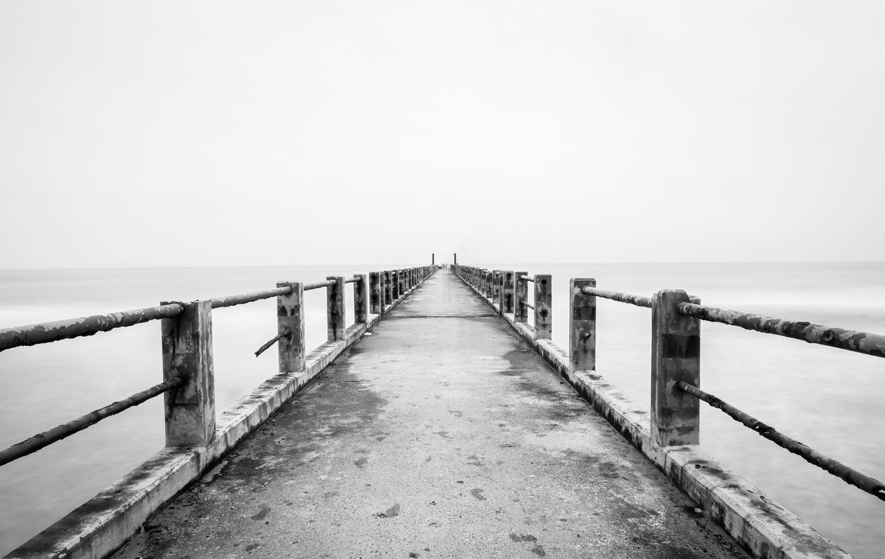 sea, water, railing, horizon over water, pier, scenics, nature, copy space, clear sky, tranquil scene, tranquility, outdoors, beauty in nature, jetty, day, no people, sky