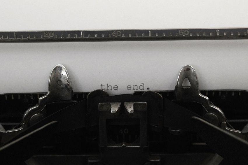Black & White Old-fashioned Retro Type Writer Vintage Style The End Vintage