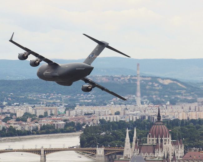 Airshow in Budapest Redbul Air Race C17 Boeing Globemaster Hungarian Airforce Parlament Parlament Of Hungary Danube Lowpass Downtown EyeEm Selects Airplane Cityscape City Flying Business Finance And Industry Mid-air Sky Architecture Airshow US Air Force Military Airplane Formation Flying Air Force Air Vehicle