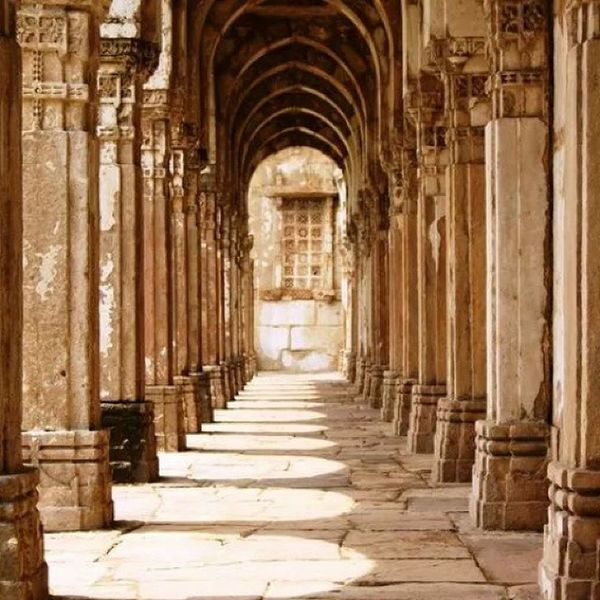 Passage to the Jami Masjid in Chapaner in Gujarat. Worldheritagesite Worldheritage Indianhistory Indianarchitecture incredibleindia india gujarat gujarattourism wanderlust travelbug travel