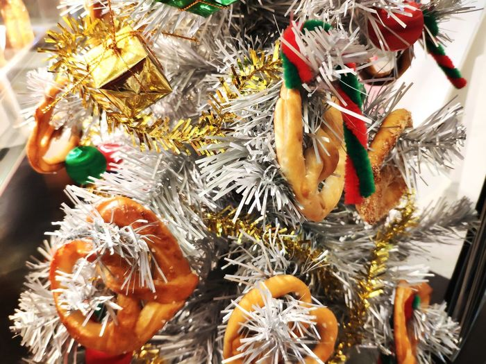 Close-up Bauble Christmas Ornament Christmas Santa Claus Christmas Stocking Christmas Cake Christmas Present Christmas Market Christmas Bauble Decorating The Christmas Tree Christmas Decoration Commercial Fishing Net Christmas Lights christmas tree Fishing Tackle Santa Hat