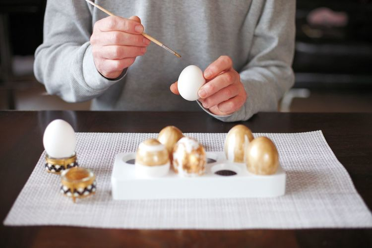 Easter Egg Arts Easter Eggs Easter Easter Decoration Still Life Easter Egg Eggs... Table Food One Person Food And Drink Human Hand Human Body Part Hand
