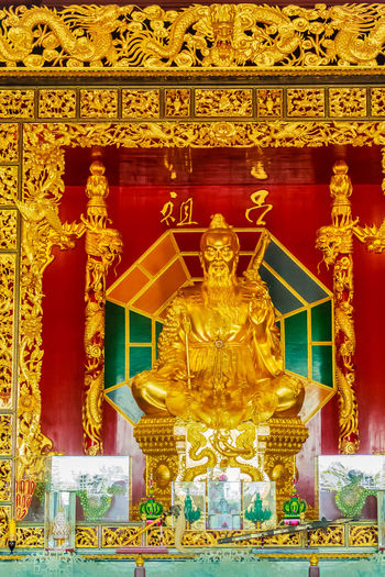 Beautiful Statue of Lu Dongbin, the patriarch of Chinese sects, 1 of 8 Immortal deities and revered by the Taoist and a popular element in Chinese culture at Viharn Sien, Pattaya, Chonburi, Thailand. Dongbin Golden Lu Dongbin Patriarch Pattaya Pattaya Thailand Statue Taoist Viharnra Sien Chinese Chinese Style Immortal Taoist Temple