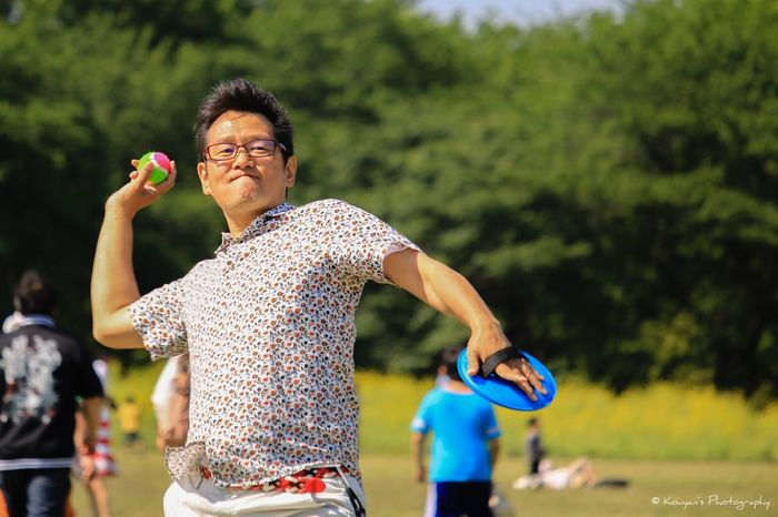 That's Me Catch Throwing  Picnic Playing Playground Fun Times Portrait EyeEm 昭和記念公園 This picture was taken by my daughter when I was playing catch with my son. 😄😁