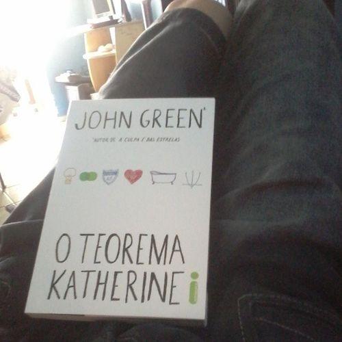 João verde não é a melhor das leituras nesse momento. Muito menos Teorema Katherine. Mas quem sabe assim eu nao crio meu propio teorema? Johngreen TeoremaKatherine Summertimesadness Bookforbrokenheart book