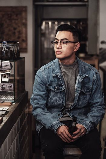 Glasses One Person Eyeglasses  Indoors  Real People Front View Young Men Casual Clothing Young Adult Waist Up Three Quarter Length Men Lifestyles The Modern Professional