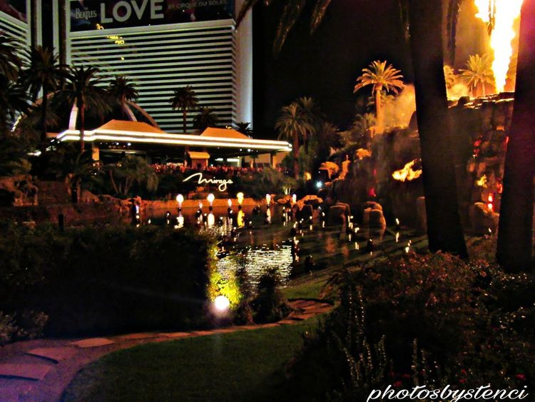 Mirage Hotel City No People Night VEGAS🎲 Motion Vacations Water Mirage Volcano Spraying Long Exposure Travel Destinations Fountain