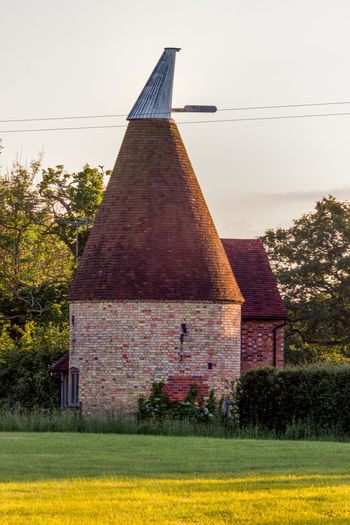 Oast House,Garden of England, Kent, England. Plant Nature No People Built Structure Architecture Building Exterior Outdoors Building Hops Beer Brewing Travel Destinations Tourism Caravan Rural Scene Countryside EyeEm Gallery Vivid International Getty Images Architecture Iconic Buildings Tree Sky Clear Sky The Past History Grass Day Growth Landscape Land Field