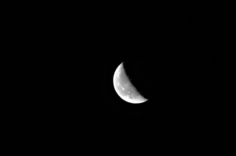 Moon Space Weltraum Universum Sky Moon Space Astronomy Night Beauty In Nature Planetary Moon Half Moon Moon Surface