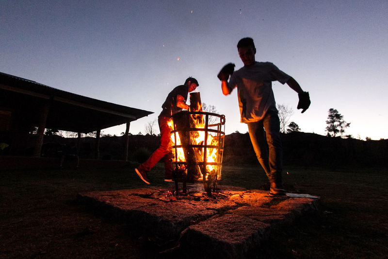 Amigos Amigos :) Camp Camping Dancing Fire Firecamp Fireplace Fogo Fogon Friends Fuego Noche