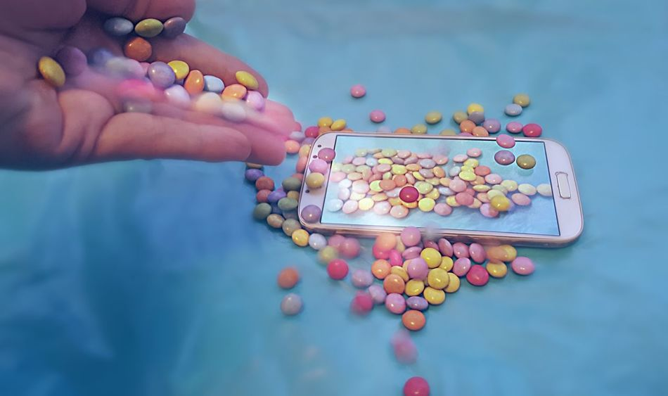 My sweet phone 🍬📱🍬😉 Candy Covered Phone Samsung Galaxy S6 Samsung Galaxy S4 Taking Pictures Of A Phone Taking Pictures Undercover Phone My Sweet Phone Chocolade M&m's Collaboration Between S4 And S6 Galaxy Samsung EyeEmNewHere Color Spectrum Insane Colors PhonePhotography