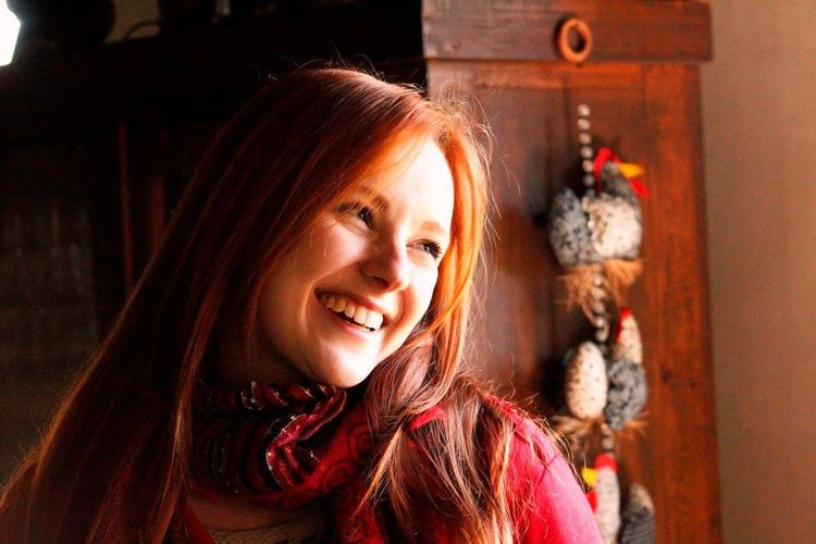 Smile Smiling Happy Happy People Happyness Redhead Redhair Ruiva Young Adult Young Women Beauty One Young Woman Only Make-up Contemplation