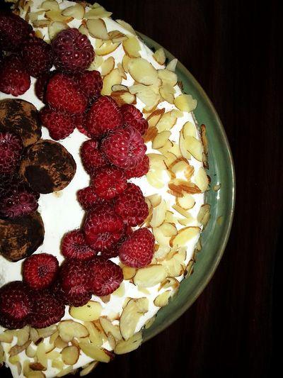 Food And Drink Sweet Food Raspberry Chocolate Cake Saint Petersburg Cake Cake Decorating Almond Strawberry Creme Cake Photography ❤ Raspberry Season Truffles Chocolate Sweet Dessert Truflle Cakedesign Raspberry Cake