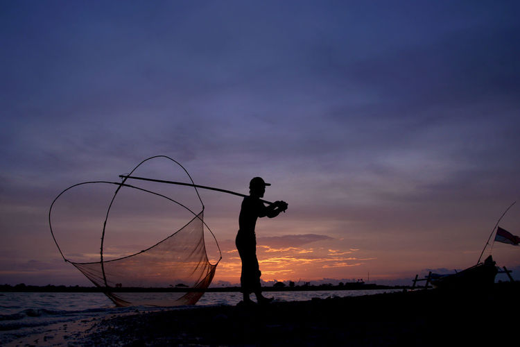 back home Fine Art Photography Silhouette Beauty In Nature Day Fine Art Fisherman Fishing Fishing Net Landscape Men Nature One Person Outdoors People Real People Silhouette Sky Standing Sunset Water EyeEmNewHere Business Stories Colour Your Horizn Capture Tomorrow 17.62°