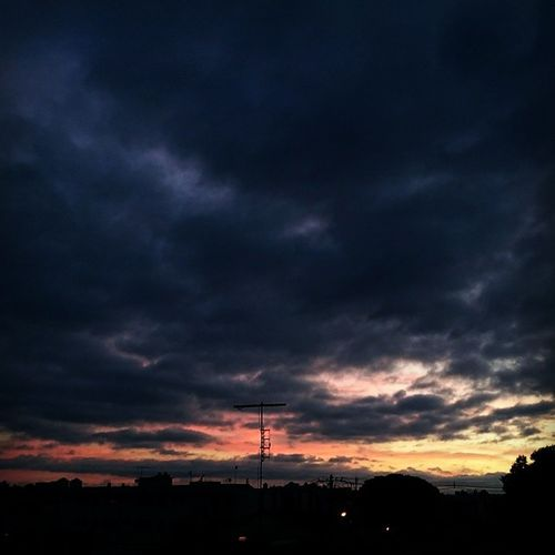 Hoje, 5:30am Sony Amanhecer Desafiobelohorizonte Bhcity boanoitebhlovers bh clouds minasgerais belohorizonte igersbelohorizonte infiniteperceptions xperia sunriselovers sunrise_sunsets_aroundworld sunrise
