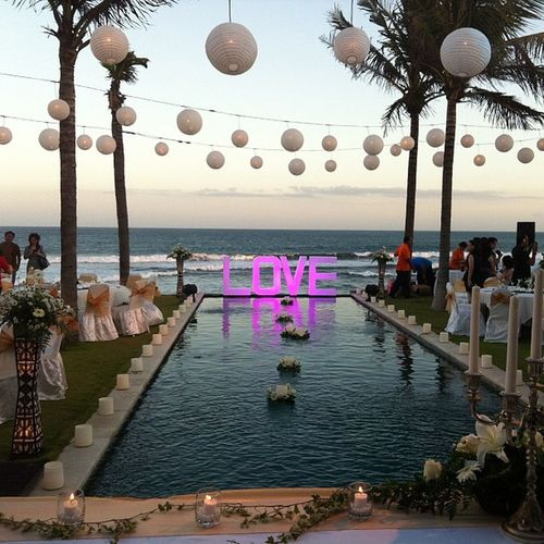 Happy Wedding Raka & Ella.. ??????? Dinner TableManner TableG Wedding Party Night Lampion Love beautiful Amazing beach Cool Brizzy