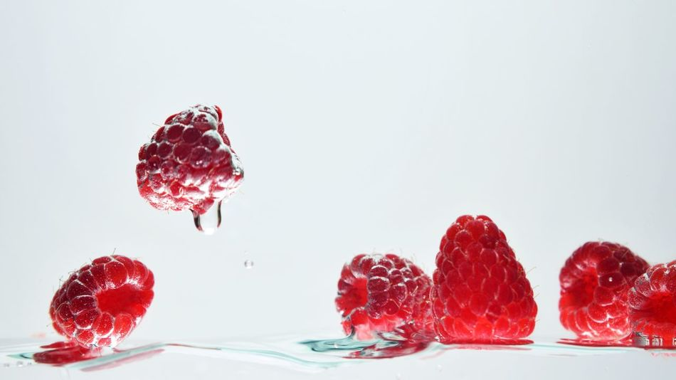 Red Freshness Backgrounds Sweet Food Food White Background Minimalism Fruit Summer Healthy Eating Red Liquid Food And Drink Rasp Raspberries Refreshment Raspberry Eat And Drink Water Waterdrops Water Droplets Freshness Sommergefühle