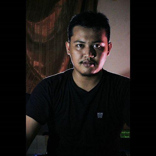 Mungkin aku tak bisa merubah dunia, tapi kalau aku rubah diriku maka duniaku pun akan berubah... . . . . . . Indonesia_photography Sebatashiburan Vscocam Jogja Dark