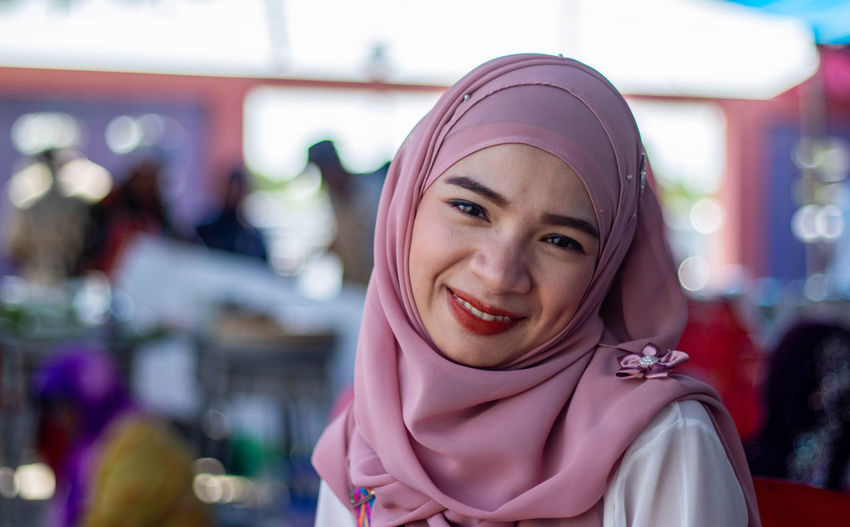 Portrait of smiling young woman wearing hijab