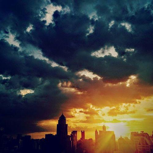 Moment of the day, Cloudy and Sunset Sunlight Sun Sunset Skyviewer Sky Sofitelbkksukhumvit Bangkokskyline