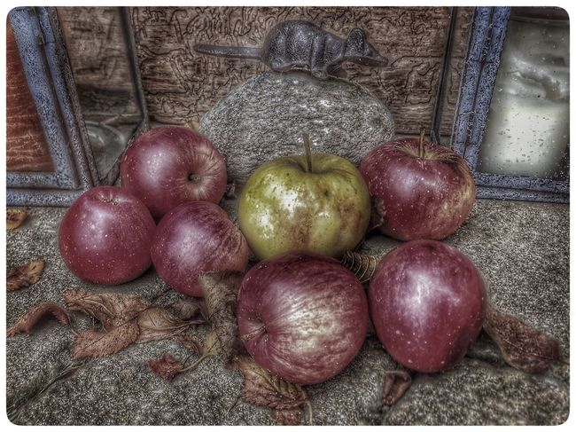 No People Close-up Apple Food And Drink Day Still Life Photography Vs. Depression Taking Photos HDR Magic Moments EyeEm Nature Lover Autumn Atmospheric Mood