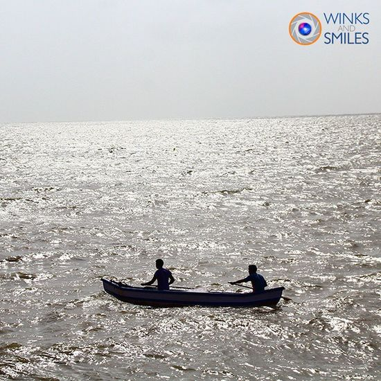 Since there is no heavy rain ☔ for the last 2-3 days, saw these fishermen at work seen near Marine Drive, Mumbai (Bombay). Mumbai Camera Indianphotographer Canon Sigmalens Marinedrive Narimanpoint NCPA Igers_india Ncpaapartments Sunnyday Bombay _ig_photobox @_ig_photobox Arabiansea Photographers_of_india Instapic @streets.of.india India Incredibleindia Randompic Mumbaimerijaan @indiabestpic Fishing Fishermen Boat Kolicommunity Streetphotography _soi somumbai thingstodoinmumbai @things2doinmumbai