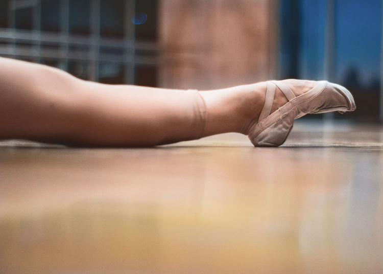 Ballet Ballet Dancer Ballet Shoes Ballet Studio Barefoot Close-up Day Flexibility Hardwood Floor Human Body Part Human Foot Human Leg Indoors  Low Section One Person Real People Selective Focus
