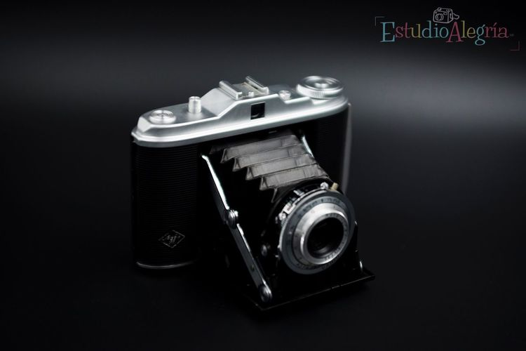 One of my favourite cameras of all time, the Agfa Isolette I from something about 1937. Lieblingsteil Nikon Nikonphotography Agfa Isolette Product Photography Lightbox Studio Shot Lovefilm Analogue Photography 120mm
