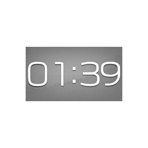 . 時間提醒我該睡了 明天還要上課 時間提醒我該放下了 現實總是殘酷的 晚安