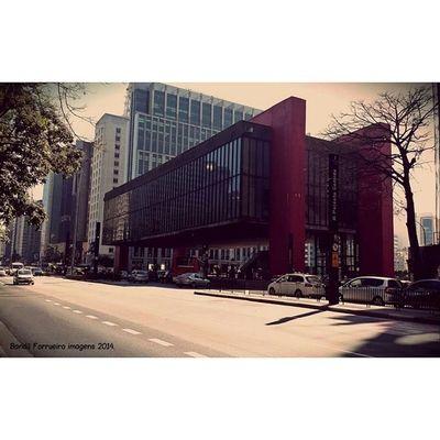Museu de Arte de São Paulo. O Museu de Arte de São Paulo Assis Chateaubriand é uma das mais importantes instituições culturais brasileiras. Fotografia Fotografiaderua SP Cidadedesaopaulo Avenidapaulista Masp Museu Photography