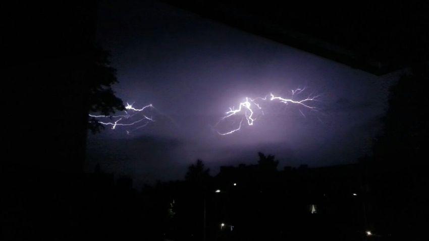 Lightning Strikes Lightning Storm Nightphotography Nature's Diversities - 2016 EyeEm Awards Light In The Darkness Eye4photography Samsungphotography Eye4photography  Cool_capture_ 2016 EyeEm Awards Vieuw From My Window
