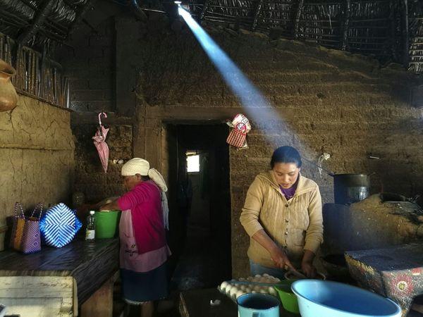 Huawei P9 Leica Women Cooking