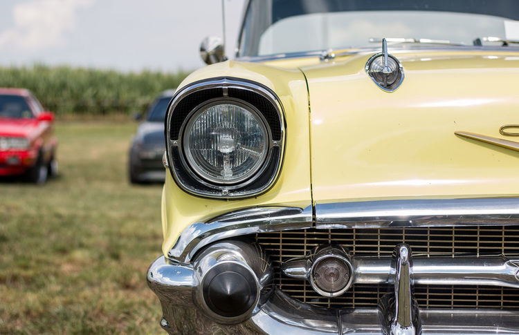 Chevrolet Bel Air fotografiert auf dem Power Meet Schwanau CHEVROLET BEL AIR Bel Air Car Chevrolet Chrome Close-up Collector's Car Day Field Focus On Foreground Headlight Land Vehicle Mode Of Transport No People Old-fashioned Outdoors Retro Styled Transportation Vintage Vintage Car Yellow
