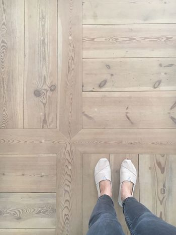 Low Section Human Leg Shoe Wood - Material Human Body Part Directly Above Hardwood Floor One Person Standing One Man Only Indoors  People Day Only Men Adults Only Adult wood Nature Schloss Schlossgrube Toms Jeans