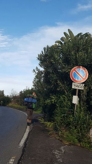 Passeggiando qua e là. Outdoors Giromondo Road Sign