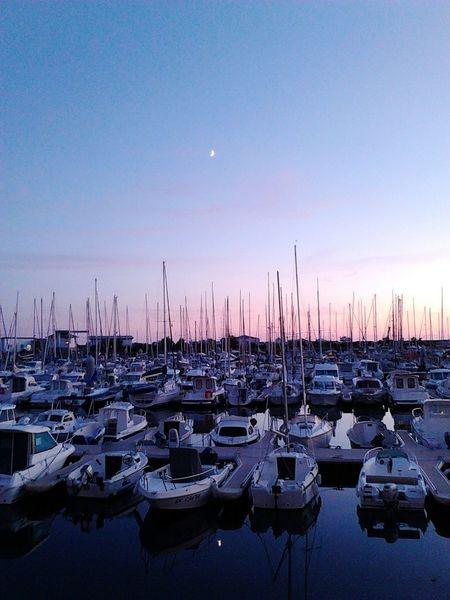 Bretagne Moon Reflet Mer Ciel Coucher De Soleil Beautiful Port Rose Et Violet Boats