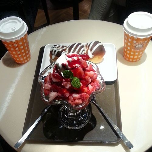 Parfait Cinnamonbun & Latte Dessert birthday with my dear wife. Kids free! Yatta!
