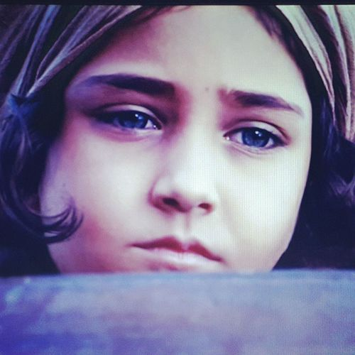 صورة الطفلة من فلم مملكة_النبي_سليمان عجبتني وصورتها 😊