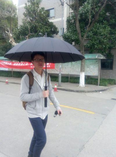 It's raining heavily,do you love my umbrella? Humansofzjut