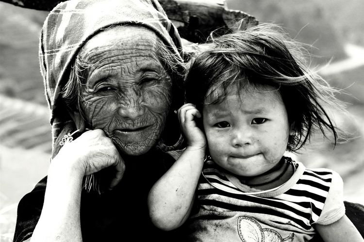 Kidsphotography Black And White Mucangchai Vietnam October2015 Grandma And Granddaughter Kids Portrait Capture The Moment Travel Photography People Of EyeEm People Photography Eyeem Black And White EyeEm Vietnam