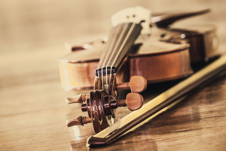 Acoustic Guitar Arts Culture And Entertainment Bow - Musical Equipment Brown Classical Music Close-up Focus On Foreground Guitar Indoors  Music Musical Equipment Musical Instrument Musical Instrument String No People Selective Focus Still Life String String Instrument Table Violin Wood - Material