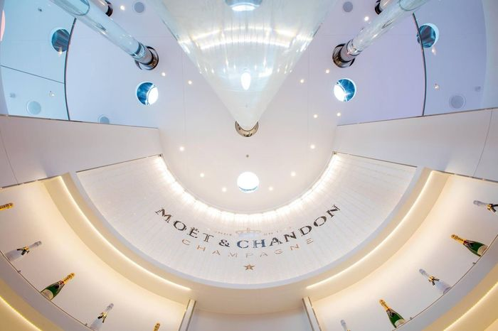 🥂🍾 Bar - Moët & Chandon - of the Ship 🛳 AIDAprima Bar Moet & Chandon Moët&Chandon EyeEm Selects Low Angle View Ceiling Indoors  Luxury Modern No People Architecture