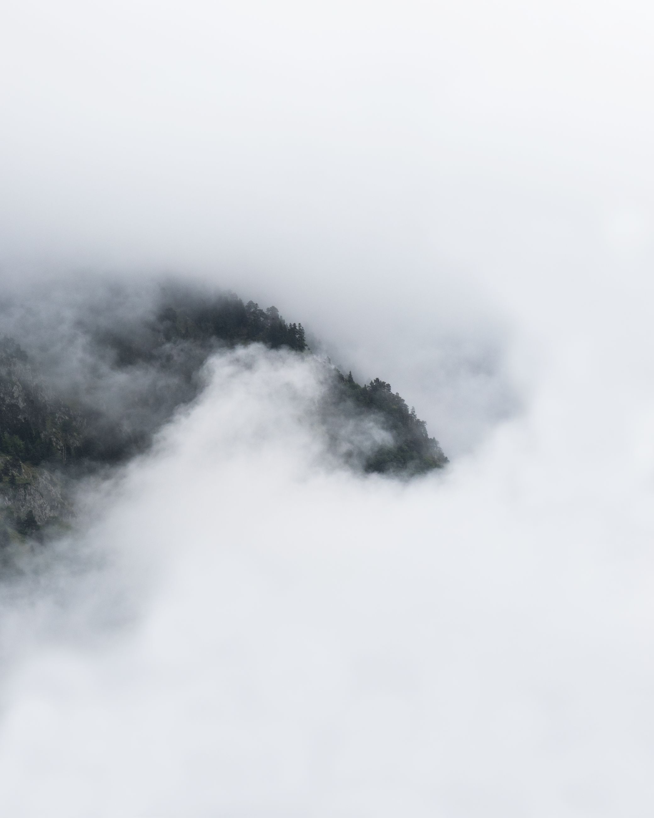 fog, cloud, snow, environment, no people, mist, beauty in nature, scenics - nature, nature, sky, landscape, mountain, copy space, outdoors, non-urban scene, day, wave, cold temperature, smoke, white, tranquility