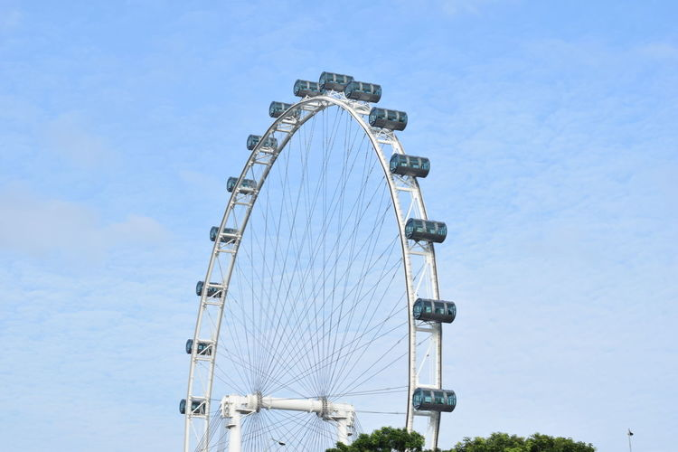 Singapore Flyer Amusement Park Amusement Park Ride Architecture Arts Culture And Entertainment Blue Built Structure Circle City Clear Sky Day Fairground Ferris Wheel Geometric Shape Large Low Angle View Metal Nature No People Outdoors Shape Sky