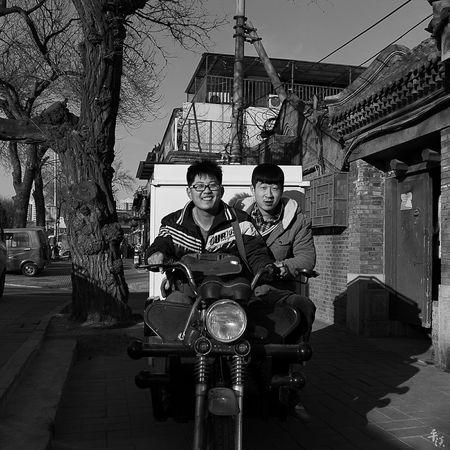 凌乱碎片 BEIJING CHINA Street Style Street Street Photography Streetphotography Streetphoto_bw Black And White Photography Black And White Black & White Blackandwhite Voigtlander28mm LeicaM9 Leicacamera Leica Black And White M9