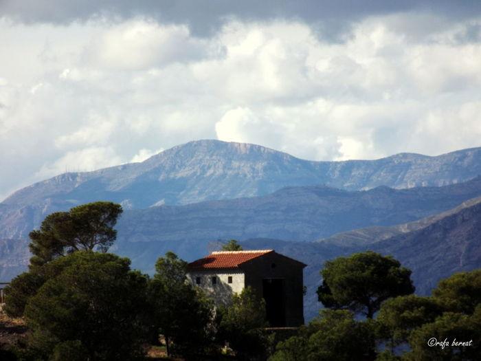 Casa en Busot con las montañas detras EyeEm Nature Lover EyeEm Best Shots Landscape Nature