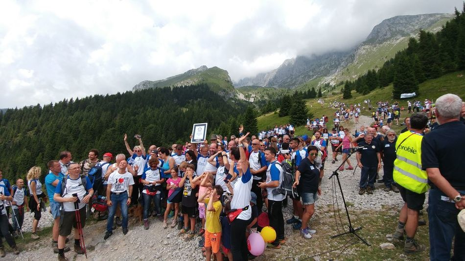 La Cordata Della Presolana Presolana Guinness Record Emiliano Perani Outdoors Large Group Of People Mountain Real People People Cloud - Sky Togetherness Sky Nature Tree Orobie Bergamaschi Bergamo