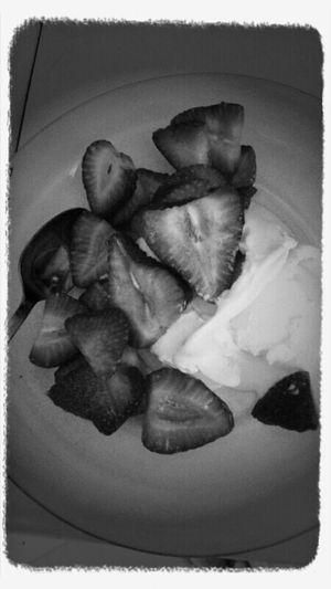 Strawberries With Vanilla Ice Cream