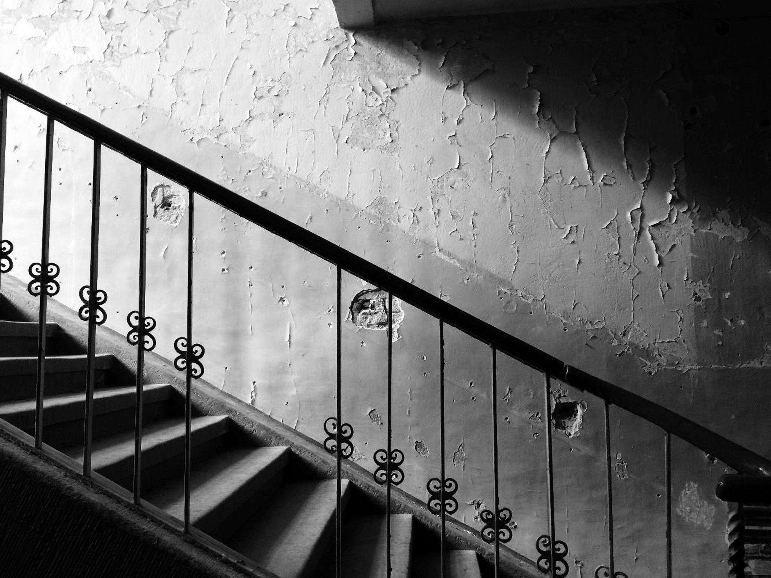 railing, steps and staircases, staircase, steps, architecture, built structure, no people, day, hand rail, indoors