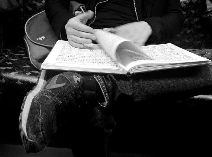 Day 281 - Reading music Berlin Blackandwhite Public Transportation Ubahn Streetphoto_bw Streetphotography Music Reading 365project 365florianmski Day281